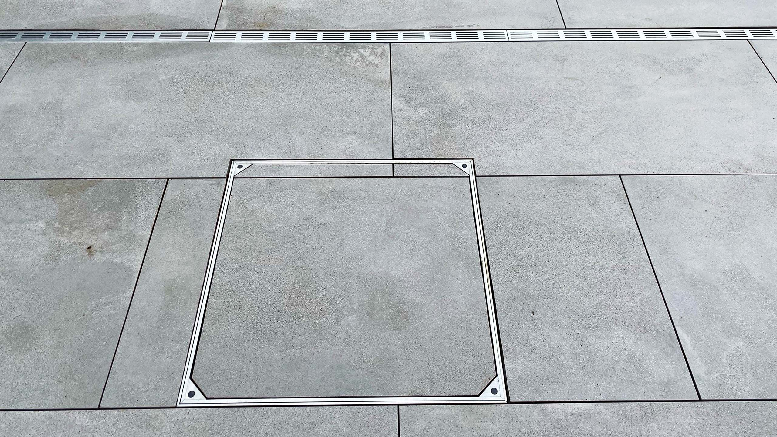 Aluminium Triple Sealed Manhole Cover With Slab Floor And Threshold Drain